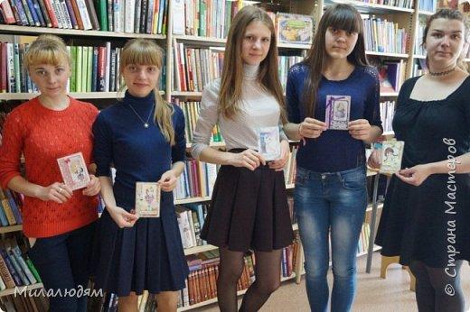 Всем здравствуйте! Недавно я выставляла отчет по МК открыток для библиотекарей на профессиональный праздник. http://stranamasterov.ru/node/1030095 А в благодарность за участие 5 девочкам сделала 15 обложек на паспорт. Обложечки простенькие, бюджетный вариант.Вот сейчас я хочу вам их показать. фото 31