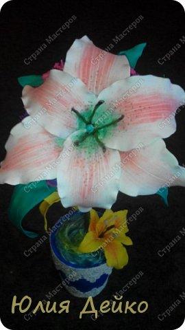 Доброе время суток всем мастерам и мастерицам!!!Хочу с Вами поделиться своей работай.Надеюсь Вам понравится мой топиарчик.))) Все цветочки сделаны из фома,а горшочек --это кружка обклеена атласной лентой и кружевами. фото 2