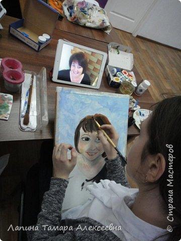 В подарок мамам на 8 марта ребята выполнили портреты. Я считаю удачно. Мамы остались довольны. фото 7