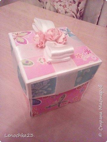 А вот и моя первая коробочка Сюрприз на День рождения подруги дочери.  Полностью процесс запечатлеть не удается, пока. Все приходится делать быстро, т.к. бегает двухлетняя малышка и везде суёт свой любопытный нос. фото 2