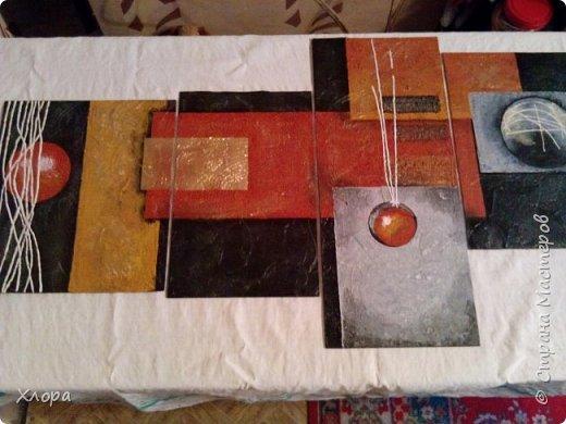 Основа -двп, на нее наносила шпаклёвка, создавая фактуру. Красила всем, что было в доме. Здесь и краска из баллончиков и гуашь и акрил. Белые полоски, это шпаклёвка+вода+белый колер до состояния сметаны и в тюбик от краски для волос. фото 3
