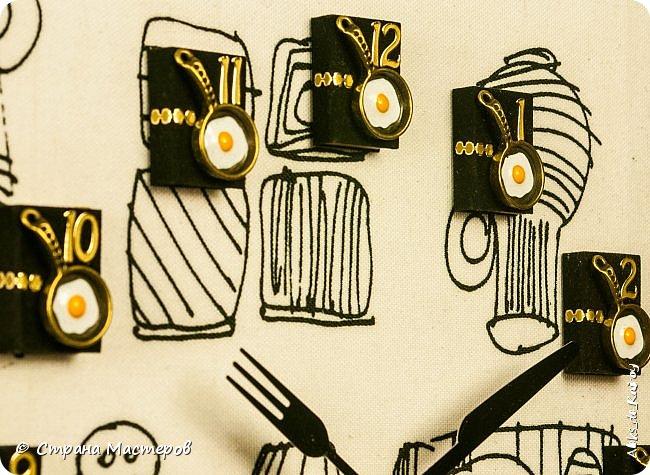 Доброго всем времени суток! Выкладываю новою работу - Книгу рецептов-1 работа готова была давно, не было времени отснять. Обложка - гардинная голландская ткань Цифры - бархатные мини-книжечки ручной работы и декоративные элементы (нано-сковородки с нано-яичницой из нано-яиц от нано-куриц))) Часы созданы под заказ для кухни в белых тонах. В подобном формате будут созданы ещё пара работ. Приятного всем дня! фото 3