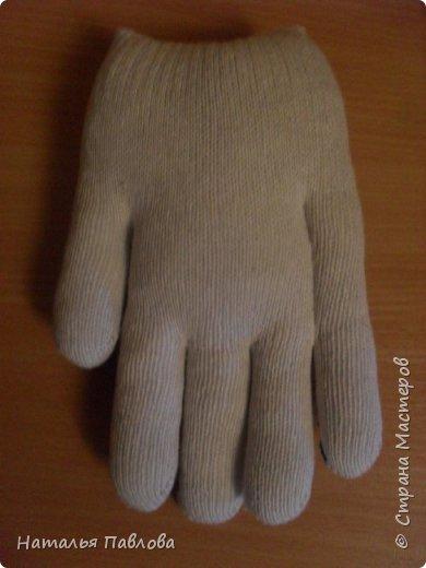 Кошечка из обыкновенной хозяйственной перчатки-простая и дешевая игрушка для ребенка фото 5