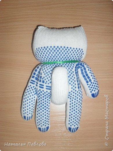 Кошечка из обыкновенной хозяйственной перчатки-простая и дешевая игрушка для ребенка фото 7