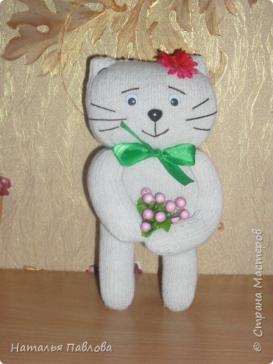 Кошечка из обыкновенной хозяйственной перчатки-простая и дешевая игрушка для ребенка фото 1