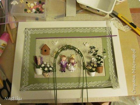 """Работа совместная (человечков и птичек курутила другая девушка). Друзья пригласили на свадьбу, оформленную в стиле """"прованс"""" (белые, зеленые, филолетовые цвета). Мы решили подарить им картинку в том же стиле.   фото 3"""