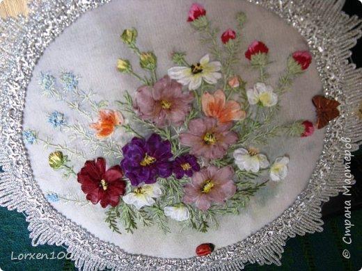 """Добрый день,мои дорогие соседи!!Хорошего всем воскресного дня и замечательного настроения!!!У нас жара и делать ничего не хочется,летнее затишье,но,все-таки,совсем ничего не делать не получается! Вот и цветочки такие родились.Получилась """"медалька"""" летняя-просто так,для души! фото 5"""
