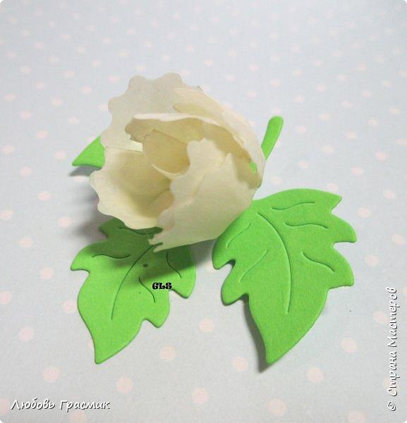 Идея с сайта http://artimeno.blogspot.ru/2013/07/diy-17-kwiat-z-tasmy-washi.html Так понравилось, что захотелось сразу попробовать. Использовать бумажный скотч не рискнула, мало его у меня :). Тренировалась на малярном. Эффект получился потрясающий,  поэтому делюсь. фото 4