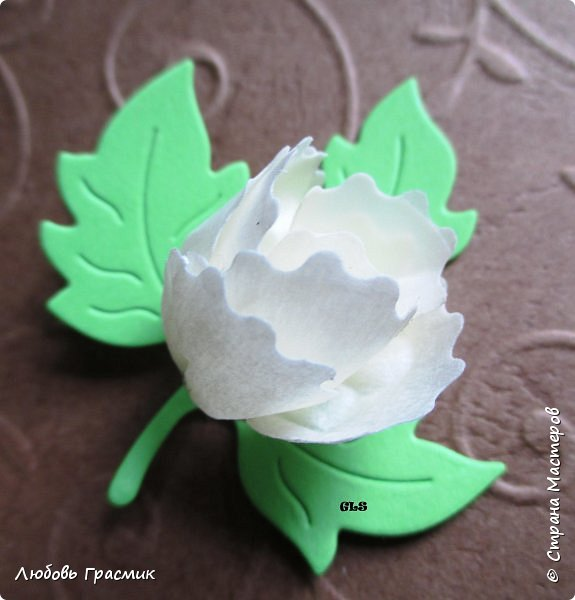 Идея с сайта http://artimeno.blogspot.ru/2013/07/diy-17-kwiat-z-tasmy-washi.html Так понравилось, что захотелось сразу попробовать. Использовать бумажный скотч не рискнула, мало его у меня :). Тренировалась на малярном. Эффект получился потрясающий,  поэтому делюсь. фото 7