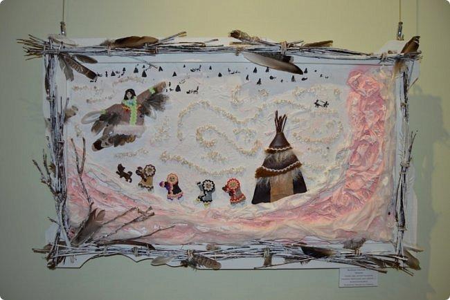 """Здравствуйте, дорогие друзья!!! Ещё в начале апреля в нашем городском выставочном зале открылась выставка детского творчества, посвященная 95-летию Республики Коми. Свои работы на неё представили более 200 юных воркутинцев из 18 общеобразовательных и 3 учреждений дополнительного образования. Детские выставки декоративно-прикладного творчества """"Радуга вдохновения"""" ежегодно проводятся в нашем городе уже около 30 лет. Приглашаю вас посмотреть, чем удивили нас юные таланты в этом году, поверьте мне, есть на что посмотреть, так что не пожалейте своего времени, усаживайтесь поудобней и... поехали))))) Приятного всем просмотра!!! фото 7"""