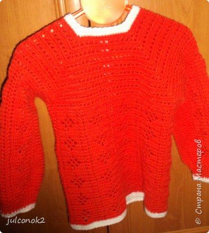 Оранжевый свитерок этот связала еще в том году(пока не подсела на свит-дизайн),но выгулять его и сфотографировать на доченьке удалось только в этом году  фото 6
