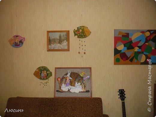 """5 лет назад я влюбилась в творчество художников-иллюстраторов Дмитрия Непомнящего и Ольги Попугаевой. Работаю логопедом, увидела их замечательные иллюстрации в детской энциклопедии. И с этого момента я начала лепить рыбок-мультяшек, на которые меня вдохновили именно эти художники (результаты можете посмотреть в конце поста). Начала искать в работы Дмитрия и Ольги в интернете, и встретила своего ненаглядного """"Шляпочника"""".  Поделилась идеей со своей лучшей подругой по жизни Светланой ШиШиКиНой http://stranamasterov.ru/user/37316. И договорились мы, что одновременно будем лепить эту прелесть... Светочка-то слепила быстро и классно http://stranamasterov.ru/node/345560, а вот я задержалась за отсутствием времени (всего-то на 4 года). И вот удача - недавно меня попросили сделать на подарок ко дню Рождения для замечательной разноплановой женщины панно (хотя мне это название работы не очень импонирует). Я предлагала разные варианты, но моя заказчица (о! счастье!) остановилась на Шляпочнике! И я это сделала!!! Очень рада и счастлива! Лепила с огромным  наслаждением! А что из этого получилось - посмотрите. фото 19"""
