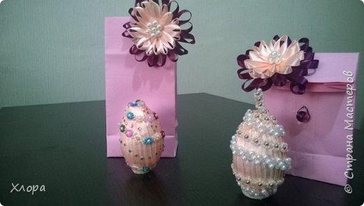 Попали ко мне как-то полуфабрикаты бисерных украшений- цепочки, листочки. Вот так я их использовала для декора яиц. Все в подарок родным. фото 3