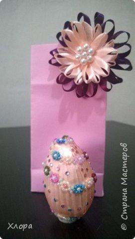 Попали ко мне как-то полуфабрикаты бисерных украшений- цепочки, листочки. Вот так я их использовала для декора яиц. Все в подарок родным. фото 4