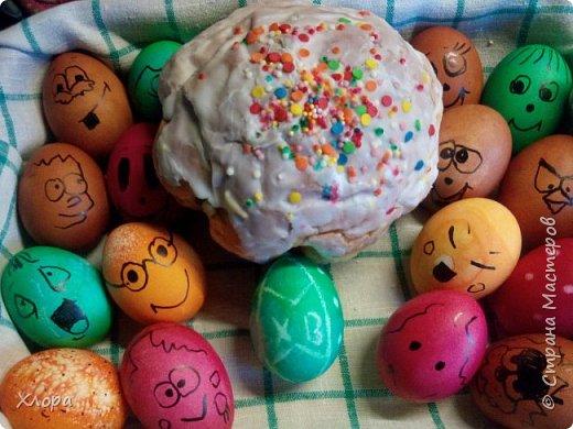 Попали ко мне как-то полуфабрикаты бисерных украшений- цепочки, листочки. Вот так я их использовала для декора яиц. Все в подарок родным. фото 9