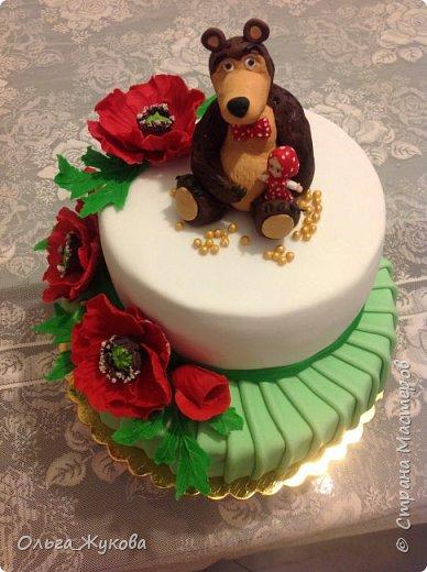 Доброго времени суток, жители Страны! Хочу показать мой новый детский тортик. Маша и Миша с маками! Хотя в мультике, вроде, маков не было... Ну, да ладно! фото 1