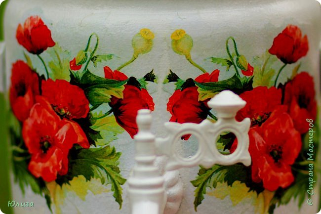 Поздравляю всех с ЛЕТОМ!!!!  Согрето солнышком земля.  Встречайте! На пороге Лето!  Я целый год ждала тебя,  А ты пришло ко мне с букетом!   Мои любимые цветы!  На стол поставлю я ромашки.  Давай заварим самовар  И разольем чаек по чашкам!   Скажи, от куда ты пришло?  В каких краях зимой гостило?  Сегодня счастье принесло!  Тоскливо без тебя мне было…   Был дружелюбный разговор,  Весь день вели беседу с Летом  Я рассказала о былом,  Ему поведала секреты…   Светило солнышко с небес  Моя душа теплом согрета.  Желаю радости вам всем!  И пусть счастливым будет лето! Юля Вегера фото 4
