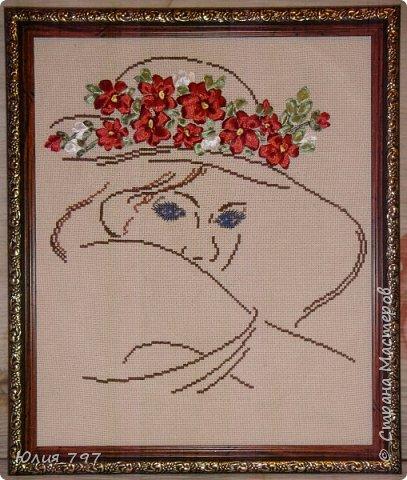 Мой подарок брату на день рождения. Крестиком не вышиваю- это так сказать проба пера так что не судите строго. Просмотрев множество картин мне очень понравилась контурная вышивка, вроде и вышивать недолго и результат неплохой. Только решила, что контур  в сочетании с лентами будет смотреться лучше.  Канва у меня была белая, т.к. смотрелась не очень, я её покрасила заварным кофе. Цвет получился нежный бежевый, как раз то что надо. Багет сейчас не по карману, так что рамка просто для фото (размер 25Х30). Все картинки свои я упаковываю по стекло (рамку углубляю примерно на 1,5 см) , что б не пылились и ленты не тускнели от пыли. Фото правда все делаю до упаковки под стекло - трудно потом сфотографировать блик от стекла идёт. фото 1