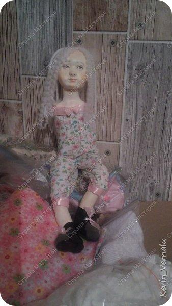 Кукла создана с большими усилиями...По мотивам кукол Долькирадуги,она же Машери,она же Кира Сашина,и Кира Кинаш.Теперь и у меня дома живет эта радость...Буду стремиться создавать еще больше такой красоты:-).Не скромно.... фото 5