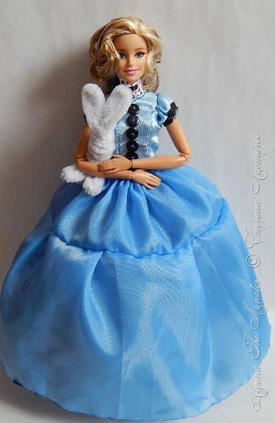 """Приветствую всех жителей Страны Мастеров!  Недавно я сходила на фильм """"Алиса в Зазеркалье"""", который, к сожалению, не особенно меня впечатлил. Но я вспомнила о первой части, которая мне ОЧЕНЬ нравится, и сшила платье в стиле Страны Чудес, сделала косплей на Алису. Я в восторге от костюмов, созданных Колин Этвуд)) *** Сразу извиняюсь за качество фото, которое СМ безжалостно съела. Для просмотра более качественных фото приглашаю в мою группу ВК, ссылка в конце записи)) *** Любая дорога начинается с первого шага. Банально, но верно. Даже здесь это работает. фото 8"""