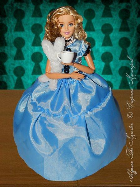 """Приветствую всех жителей Страны Мастеров!  Недавно я сходила на фильм """"Алиса в Зазеркалье"""", который, к сожалению, не особенно меня впечатлил. Но я вспомнила о первой части, которая мне ОЧЕНЬ нравится, и сшила платье в стиле Страны Чудес, сделала косплей на Алису. Я в восторге от костюмов, созданных Колин Этвуд)) *** Сразу извиняюсь за качество фото, которое СМ безжалостно съела. Для просмотра более качественных фото приглашаю в мою группу ВК, ссылка в конце записи)) *** Любая дорога начинается с первого шага. Банально, но верно. Даже здесь это работает. фото 4"""