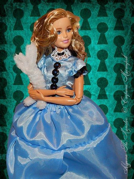 """Приветствую всех жителей Страны Мастеров!  Недавно я сходила на фильм """"Алиса в Зазеркалье"""", который, к сожалению, не особенно меня впечатлил. Но я вспомнила о первой части, которая мне ОЧЕНЬ нравится, и сшила платье в стиле Страны Чудес, сделала косплей на Алису. Я в восторге от костюмов, созданных Колин Этвуд)) *** Сразу извиняюсь за качество фото, которое СМ безжалостно съела. Для просмотра более качественных фото приглашаю в мою группу ВК, ссылка в конце записи)) *** Любая дорога начинается с первого шага. Банально, но верно. Даже здесь это работает. фото 3"""
