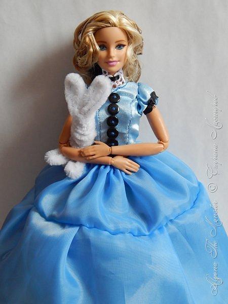 """Приветствую всех жителей Страны Мастеров!  Недавно я сходила на фильм """"Алиса в Зазеркалье"""", который, к сожалению, не особенно меня впечатлил. Но я вспомнила о первой части, которая мне ОЧЕНЬ нравится, и сшила платье в стиле Страны Чудес, сделала косплей на Алису. Я в восторге от костюмов, созданных Колин Этвуд)) *** Сразу извиняюсь за качество фото, которое СМ безжалостно съела. Для просмотра более качественных фото приглашаю в мою группу ВК, ссылка в конце записи)) *** Любая дорога начинается с первого шага. Банально, но верно. Даже здесь это работает. фото 7"""