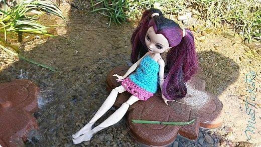 Приветик!Всех кстати с КАНИКУЛАМИ!!И на это радостное событие мы решили сделать образ девушки воды.Сам наряд состоит из юбки и блузки,хотя выглядит как платье.Фото делали на все том же роднике. фото 3