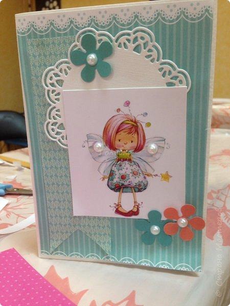В понедельник я проводила занятие в детском центре. Делали мы открыточку с феечками Марины Федотовой. Открытка двойная с внутренним, хоть и минимальным оформлением. фото 9