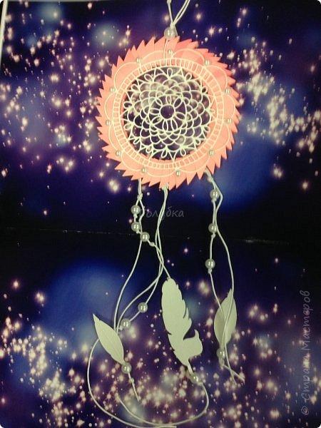"""Ловец Снов «фильтрует» сны, пропуская лишь приятные и добрые. Злые и страшные сны запутываются в его паутине и с первыми лучами солнца рассыпаются. Так гласит легенда:) Очередная презентация Ловца снов в технике модульного оригами.  В этот раз в более массовом варианте :), тк я провела мастер-класс в детском центре. ( 1 фото обработано эффект """"гранж"""") Dreamcatcher origami 3D фото 10"""