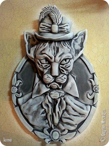 """Всём доброго дня, это   Леопольд,  так его  муж назвал,  говорит он похож на  кота из мультика, когда его мыши сильно """"достали"""" и он выпил таблетки озверина...  Размер 26*40см, в покраске сильно не мудрила сделала монохормным, пробовала """"развеселить"""" его местами красками поярче не понравилось, убрала."""