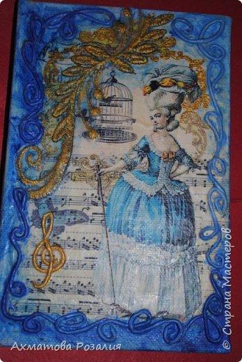 """Основа:ежедневник,обклеян """"двуниткой"""",покрыт белилами,на клей ПВА наложена рисования бумага (или декоративная для скрапбукинга) с изображением.Для декорирования использованы различные материалы фото 16"""