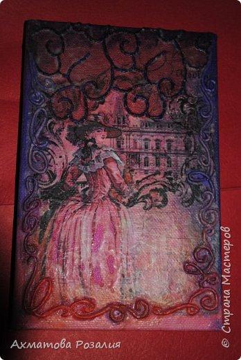 """Основа:ежедневник,обклеян """"двуниткой"""",покрыт белилами,на клей ПВА наложена рисования бумага (или декоративная для скрапбукинга) с изображением.Для декорирования использованы различные материалы фото 15"""