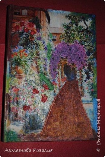 """Основа:ежедневник,обклеян """"двуниткой"""",покрыт белилами,на клей ПВА наложена рисования бумага (или декоративная для скрапбукинга) с изображением.Для декорирования использованы различные материалы фото 11"""