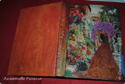 """Основа:ежедневник,обклеян """"двуниткой"""",покрыт белилами,на клей ПВА наложена рисования бумага (или декоративная для скрапбукинга) с изображением.Для декорирования использованы различные материалы фото 10"""
