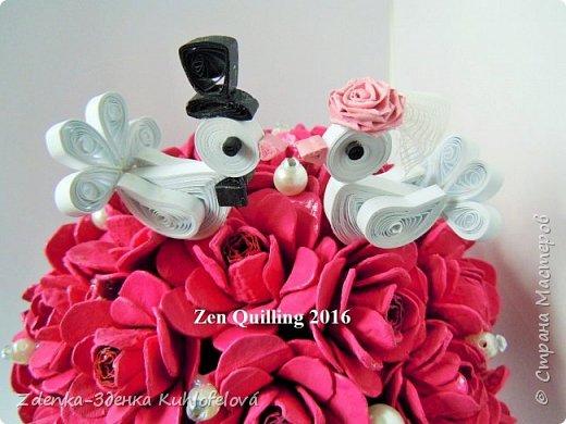 """Мой сын женился 28.5.2016. У меня нет больше детей, поэтому я хотела внести свой вклад, чтобы былa свадьба красивая и незабываемая. Я подготовила  маленькие магниты - подарки для гостей, букета на столы, этикетки гостей и пряники для особенного танца, который  в Словакии танцует невеста в полночь - он называется  """"redový"""".  Они просто мелочи, но из сердца.  И сегодня я счастливая мать не только сына, но у меня также есть красивая и умная дочь.  фото 6"""