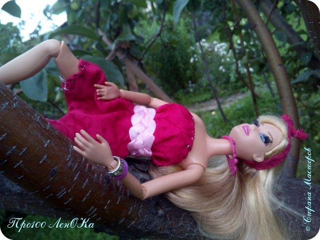 Привет, Страна Мастеров! Сегодня 1 июня, а это значит, что наступило долгожданное лето! Недавно я нашла фотографии Алиски, которые сделала прошлым летом и решила выложить их в СМ. Я сшила Алисе (именно так ее зовут) что-то типа комбинезона и решила устроить ей фотосет. Это моя любимая фотка фото 4