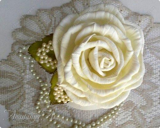 Всем здравствуйте! На этот раз у меня родилась вот такая замечательная сливочная роза - брошь) Она очень нежная и вкусная)))) фото 4