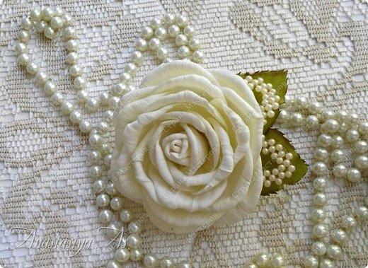 Всем здравствуйте! На этот раз у меня родилась вот такая замечательная сливочная роза - брошь) Она очень нежная и вкусная)))) фото 3