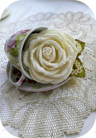 Всем здравствуйте! На этот раз у меня родилась вот такая замечательная сливочная роза - брошь) Она очень нежная и вкусная)))) фото 5