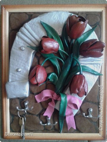 Сегодня решила одним материалом рассказать о ключницах, т.к. часто их делаю. Отличная идея для подарка: красиво, необычно, практично и можна создавать с индевидуальным подходом к будущему владельцу. Эта ключница, например, была создана для подруги  - бизнес-леди на день рождения. фото 4