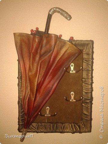 Сегодня решила одним материалом рассказать о ключницах, т.к. часто их делаю. Отличная идея для подарка: красиво, необычно, практично и можна создавать с индевидуальным подходом к будущему владельцу. Эта ключница, например, была создана для подруги  - бизнес-леди на день рождения. фото 2