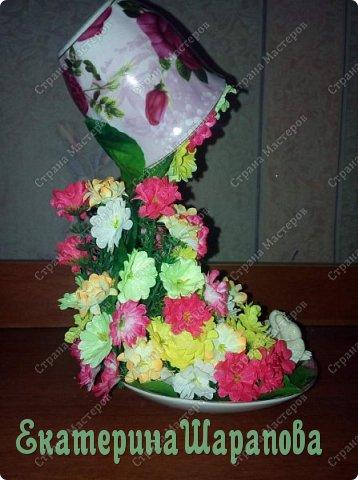 парящая чашка из цветов фото 2