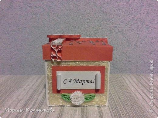 Небольшая коробочка 7х7х7. Основа выполнена из акварельной бумаги. Так же использовались: цветная бумага, полоски бумаги для квиллинга, листовая сизаль, стразы и бумага для скрапбукинга (для внутренней отделки). фото 4
