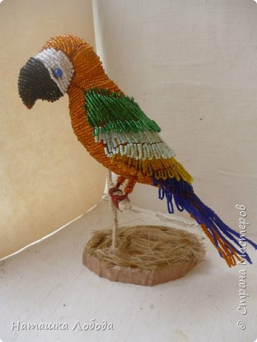 Попугай из бисера на каркасе фото 1