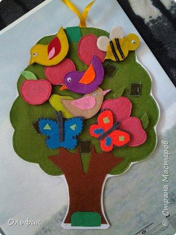 Деревце из фетра, между слоями пластик для горячего подставка, или просто такая салфетка)). Все элементы съемные. Птички, бабочки, яблоки, груши и одна пчелка!)) Размер 30 см. фото 1