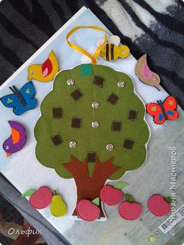 Деревце из фетра, между слоями пластик для горячего подставка, или просто такая салфетка)). Все элементы съемные. Птички, бабочки, яблоки, груши и одна пчелка!)) Размер 30 см. фото 4