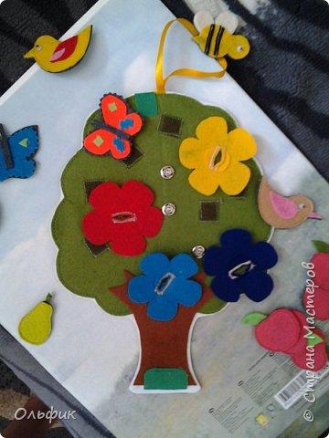 Деревце из фетра, между слоями пластик для горячего подставка, или просто такая салфетка)). Все элементы съемные. Птички, бабочки, яблоки, груши и одна пчелка!)) Размер 30 см. фото 7