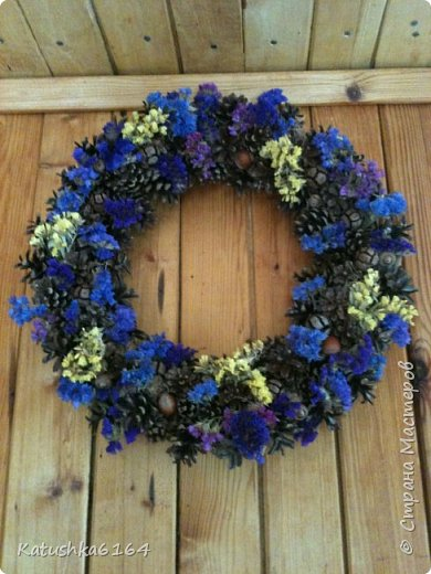 Основа  сплетена из виноградной лозы , шишки сосны, орешки , шишки кипариса, сухоцветы фото 4