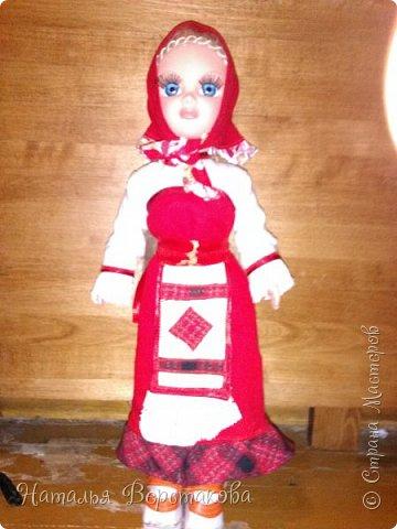 Моя младшая дочь занимается в музыкальной школе на фольклорном  отделении. В мае был концерт городской , попросили принести кукол в народном костюме. Пришлось мне переодеть нашу куколку. Вот что получилось. фото 1